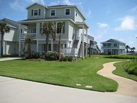 3 bedrooms each with a full bath 3 minute walk to the beach sleeps 8