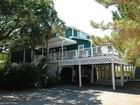 Folly Beach Deep Water Dock Private Fenced Yard 4 bedrooms 2 1 2 Baths Sleeps 9