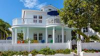 Lush Duval Street Estate + Private Pool Grounds 5 Bedrooms 5 5 Bathrooms
