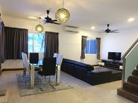 House in Tanjung Bungah 4 bedrooms 3 bathrooms sleeps 9