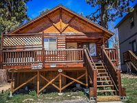 BEAR CLAW BUNGALOW CENTRAL LOG CABIN Walk To Lake Town Essentials Included
