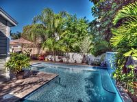 Amazing Large Pool - Outdoor Dining - Open Floor Plan - Steps from Duval