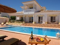 Alvor 4 Bedrooms sleeps 10 prived swimming pool 15th minutes to the beach