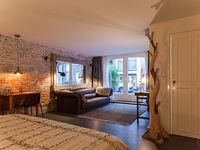 Fashionable studio apartment for up to two people superbly located in Amsterdam s bustling Pijp di