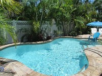 3 bedrooms 2 baths outdoor patio sleeps 6 Free bikes HEATED POOL