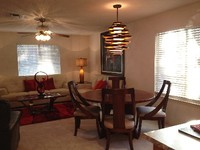 2 Master Bedrooms w 2 Bathrooms Sleeps 4 incredible mattresses and linens