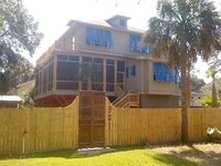 2 - 3 bdrms 2-3 full baths sleeps 4-6 Summer rental expands to 3 bedrooms