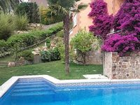 3 bedrooms 3 bathrooms - acc max 7-8 persons - large private pool - sea view