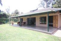 isol e chalet de 2 chambres calme dans le nord du triangle d 39 or Harare