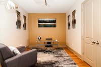 Captivant 3rd Street Apartment by Stay Alfred
