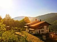 4 bedroom spacious villa with hot tub and stunning views of Bucegi Mountain