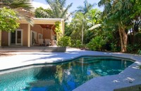 Fine Renovation 3Bd guest cottage with lush gardens private pool Parking